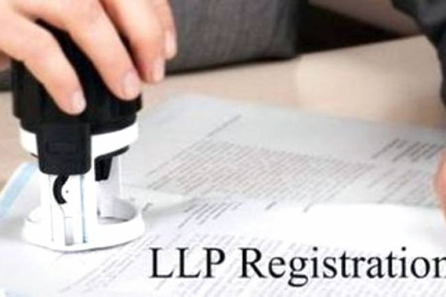 What is the process to dissolve a LLP in India with just 1 major shareholders sign (51%)? Is it possible?