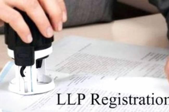 How many maximum directors LLP can have?